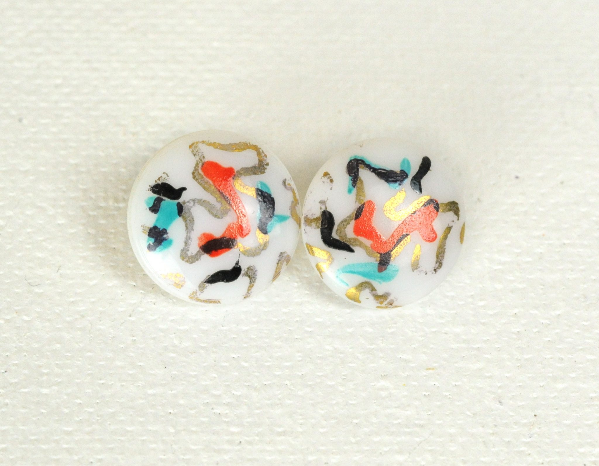 Set of 2 white antique glass buttons with abstract design
