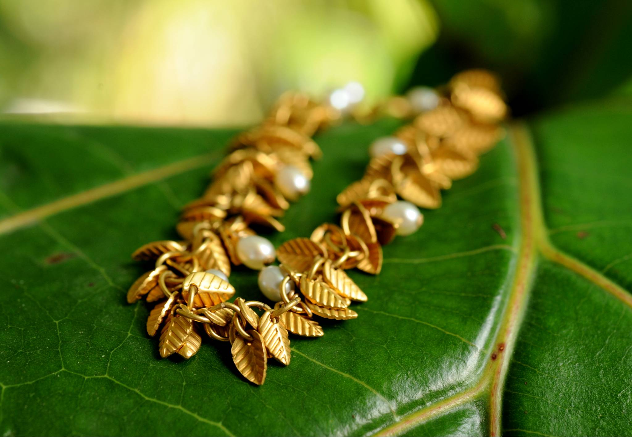 Vintage gold tone leaf bracelet with faux pearls